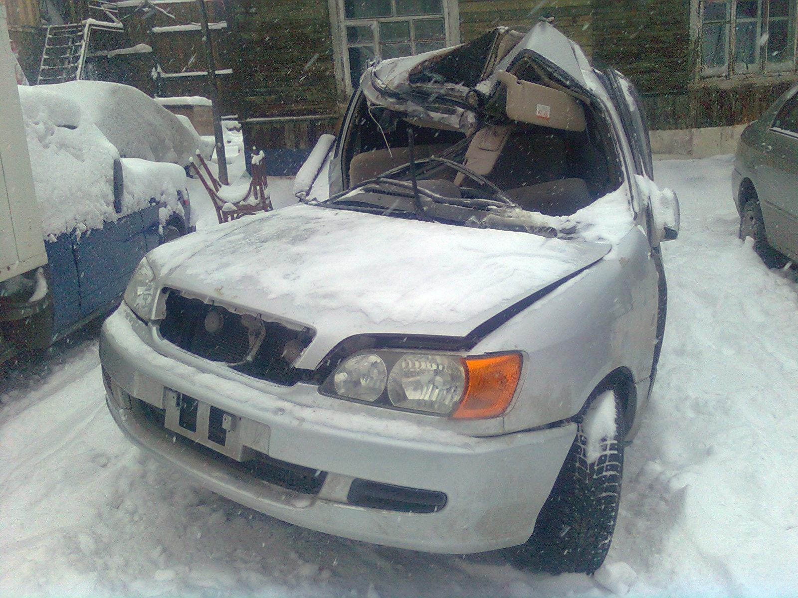 Toyota_Ipsum_на разборе после после аварии, но бампер уцелел